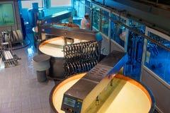 Berühmte Käsefabrik in der Stadt von Gruyeres stockfoto