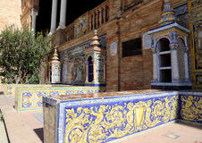 Berühmte keramische Dekoration in Plaza de Espana, Sevilla, Spanien Alter Grenzstein Stockfotos