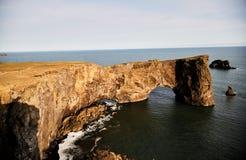 Berühmte Klippe in Island Südliche Küste von Island Ansicht von der Oberseite stockfotografie