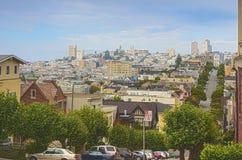 Berühmte Lombard-Straße auf Hügeln in San Francisco in Kalifornien Stockfotografie