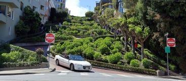 Berühmte Lombard-Straße in San Francisco stockfotos