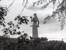 Berühmte Mutter von Georgia Kartlis Deda Monument auf die Oberseite von Sololaki-Hügel lizenzfreie stockfotografie