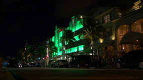 Berühmte nahe helle Miami-Südstrandozean-Antriebshotelbeleuchtung 4k USA stock footage