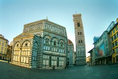 Berühmte Santa Maria del Fiore-Kathedralenkirche mit Baptistery in Florenz Stockbild