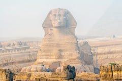 Berühmte Sphinx und die großen Pyramiden lizenzfreie stockbilder