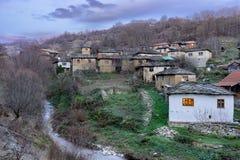Berühmte Steindächer des historischen Dorfs Gostusa entsteinen alias Dorf stockbilder