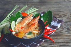 Berühmte thailändische Küchetom-yum goong Suppe Stockfotos