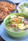 Berühmte Tofusuppe mit Gemüse und Schweinefleisch Stockbilder