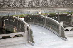 Berühmte Touristenattraktionen Guangzhous, Guangdong, China in der Tinte parken, ein Ming Dynasty-Baustil geschnitzte Steinbrücke Stockbild
