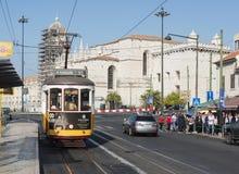 Berühmte Tram 15 im lissabon Stockbild