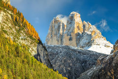 Berühmte Tre Cime Di Lavaredo-Spitzen in den Dolomit, Italien Stockfotografie