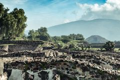 Berühmte und majestuous mexikanische archäologische Fundstätte Stockfotos