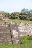 Berühmte und majestuous mexikanische archäologische Fundstätte Stockbild