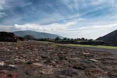 Berühmte und majestuous mexikanische archäologische Fundstätte Lizenzfreies Stockfoto