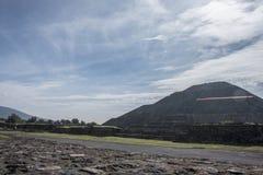 Berühmte und majestuous mexikanische archäologische Fundstätte; Sonnenpyramide Stockbilder