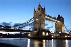 Berühmte und schöne Abend-Ansicht der Turm-Brücke, London Lizenzfreie Stockfotografie
