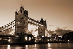 Berühmte und schöne Abend-Ansicht der Turm-Brücke, London, Großbritannien Lizenzfreie Stockfotografie