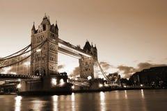 Berühmte und schöne Abend-Ansicht der Turm-Brücke, London, Großbritannien Lizenzfreies Stockfoto