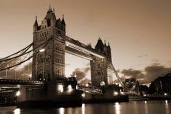 Berühmte und schöne Abend-Ansicht der Turm-Brücke, London, Großbritannien Lizenzfreies Stockbild