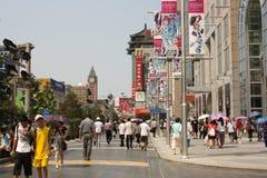 Berühmte Wangfujing Einkaufenstraße in Peking Lizenzfreie Stockfotos