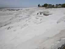Berühmte weiße Kalziumtravertine und -pools in Pamukkale, die Türkei Stockbilder