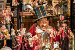 Berühmte wenig Statuenkunst in Neapel stockbild