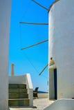 Berühmte Windmühle in Oia, Santorini Stockfotografie