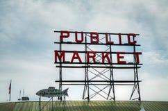 Berühmter allgemeiner Markt kennzeichnen innen Seattle, Washington Stockfotografie
