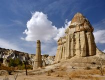 Berühmter Cappadocian-Markstein, einzigartige Säulen des vulkanischen Felsens, die Türkei Stockfotos