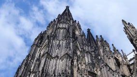 Berühmter internationaler Grenzstein in Deutschland Welterbe ein Katholischer athedral stock footage