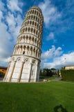 Berühmter lehnender Turm von Pisa während Stockbild