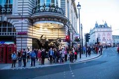 Berühmter Piccadilly-Zirkus, einer der bedeutenden Anziehungskraft von London, mit vier Bronzepferden HELIOS Lizenzfreies Stockfoto