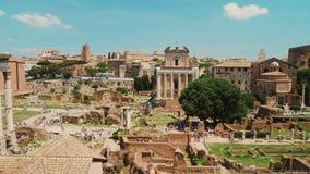 Berühmter Roman Forum Ein des berühmtesten und populärsten touristischen Bestimmungsortes in Rom und in Italien stock video