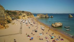 Berühmter Strand in Lagos, Zeitspanne, Algarve, Portugal stock video