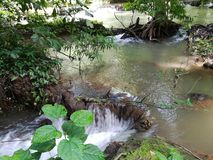 Berühmter Wasserfall in provinzieller Stadt Krabi, Thailand Lizenzfreie Stockfotos