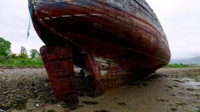 Berühmtes altes Schiffswrack in Fort William, Schottland stock video footage
