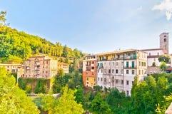 Berühmtes Dorf Castelnovo Garfagnana in Toskana, Italien Stockbilder
