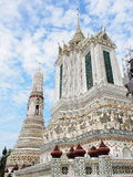 Berühmtes historisches Buddhismus stupa in WAT ARUN-Tempel, BANGKOK, THAILAND Stockbilder