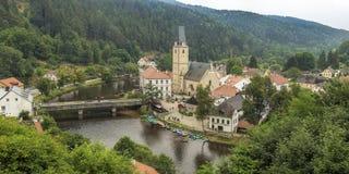 Berühmtes historisches Panorama 160 Kilometer oder 100 Meilen südlich von Prag, Stockfotografie