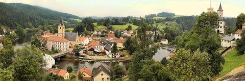 Berühmtes historisches Panorama 160 Kilometer oder 100 Meilen südlich von Prag, Stockbild