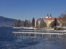 Berühmtes Kloster Tegernsee im Winter Stockfoto
