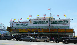 Berühmtes Restaurant Nathan s ist wieder öffnen für Geschäft, fast, das sieben Monate nach Superstorm Sandy streng den ikonenhafte Stockfoto