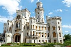 Berühmtes weißes Schloss Hluboka nad Vltavou Stockbild