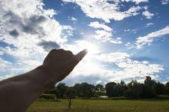 Berühren des Himmels mit einem Finger Lizenzfreies Stockfoto