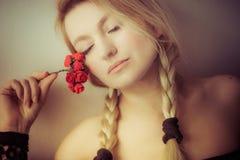 Berührt durch eine Rose Stockbild