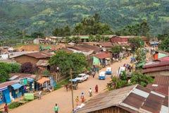 Über Ansicht des Straßenlebens in Mizan Teferi, Äthiopien Stockfoto
