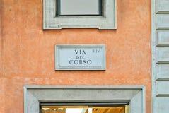 Über Del Corso, Straßenplatte auf einer Wand in Rom, Italien Lizenzfreie Stockfotos
