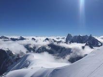 ?ber den Wolken Ansicht der Alpen Chamonix lizenzfreies stockbild