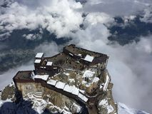 ?ber den Wolken Ansicht von Chamonix von den Alpen lizenzfreie stockfotografie