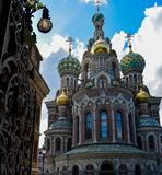 Ber?md kyrka av fr?lsaren p? Spilled blod i St Petersburg, Ryssland fotografering för bildbyråer